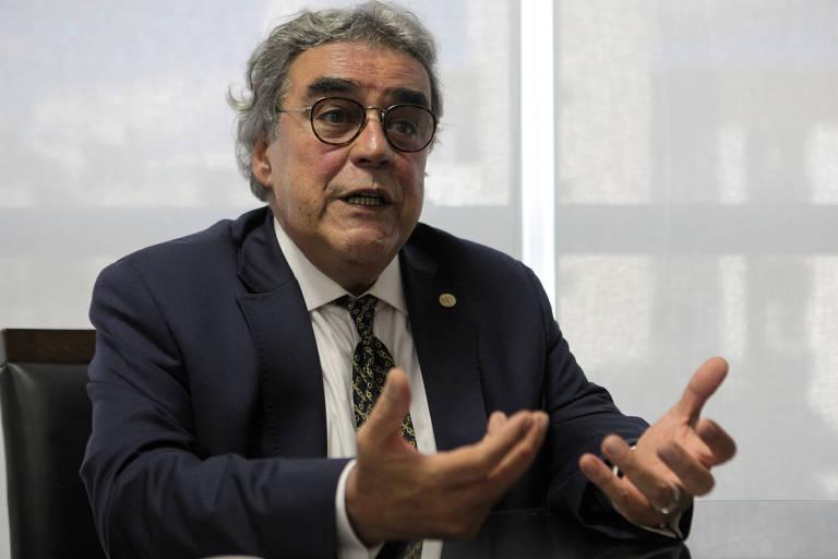 O ministro do TST e conselheiro do CNJ Aloysio Corrêa da Veiga durante entrevista à Folha em seu gabinete