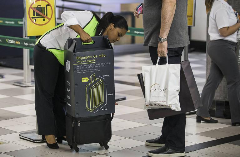Fiscalização do tamanho da bagagem de mão