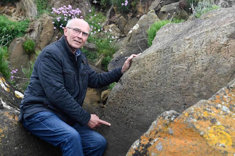 Michel Paugam, autoridade local, acha que a inscrição pode estar na língua bretã antiga