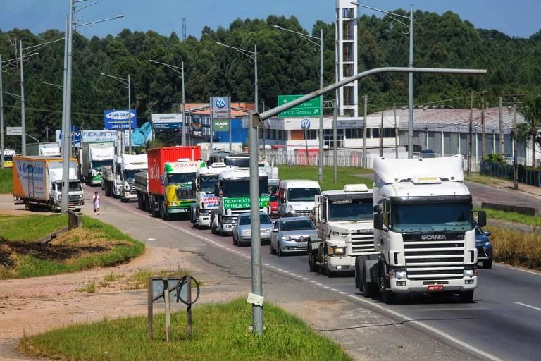 Incluir lucro na tabela do frete dará tão certo quanto políticas de Dilma, diz presidente da CNT