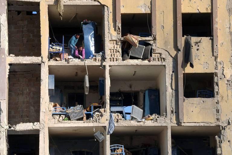 Alojamento da universidade de Aleppo, na Síria, destruído por uma bomba