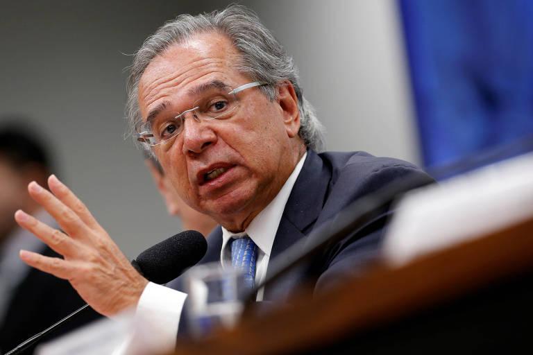 Ministro da Economia, Paulo Guedes participa de sessão na Comissão Mista de Orçamento do Congresso