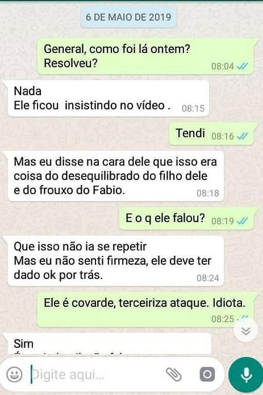 Reprodução de troca de mensagens em aplicativo de celular atribuída a Santos Cruz