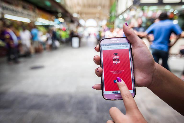 De acordo com a Prefeitura de São Paulo, mais de 300 pontos de acesso foram direcionados para regiões de vulnerabilidade social. Foto: Folhapress.