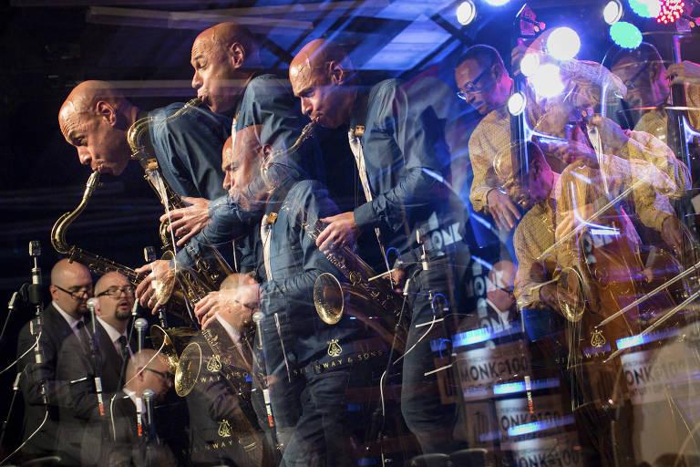 Imagem em múltipla exposição do saxofonista Joshua Redman no festival Monk@100, na Carolina do Norte, Estados Unidos, em 2017
