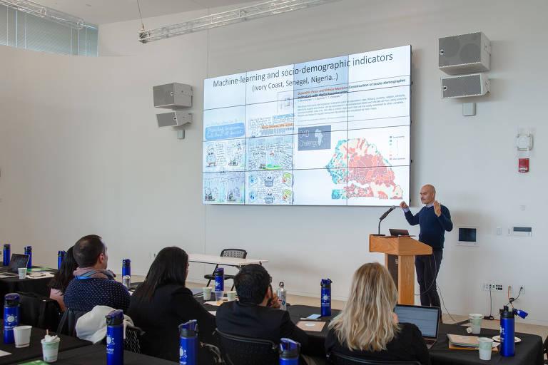 """Emmanuel Letouzé, diretor da Data-Pop Alliance, discute o uso de big data para criar """"proxies"""" de indicadores socioeconômicos"""
