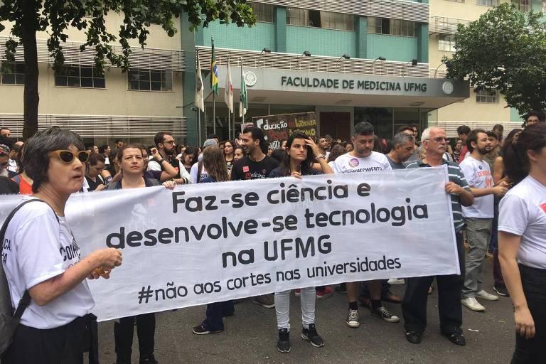 Ato no campus da Saúde da UFMG contra corte de verbas nas universidades