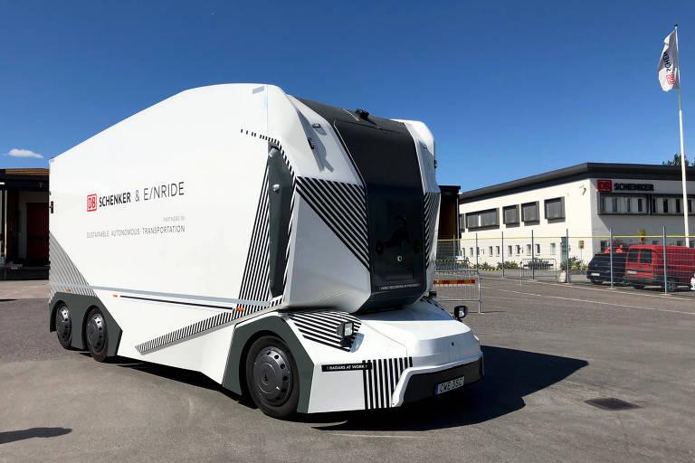 Caminhões autônomos começam a fazer entregas na Suécia