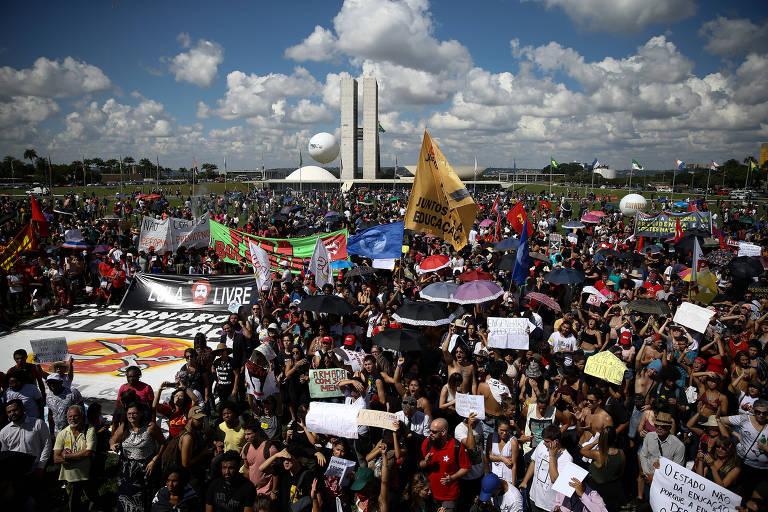 Protesto de estudantes e de sindicalistas na Esplanada dos Ministérios, em Brasília
