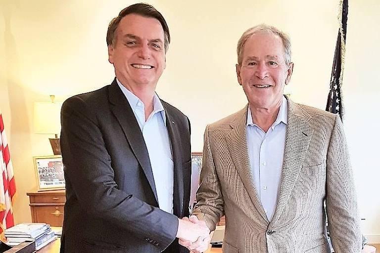 O presidente Jair Bolsonaro se encontra com o ex-presidente dos EUA George W. Bush em Dallas, no Texas