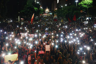 University professors and students protest against cuts to federal spending on higher education in Rio de Janeiro