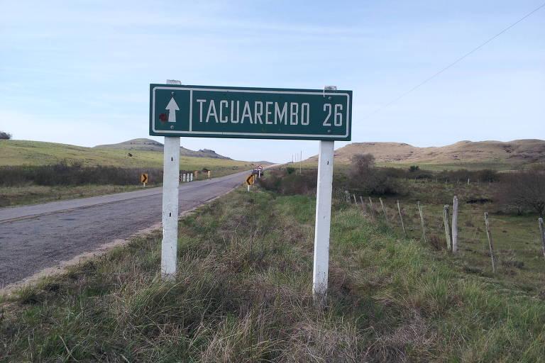 Placa na ruta 26, que corta o Uruguai de leste a oeste