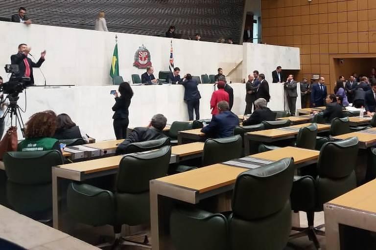 Plenário da Alesp (Assembleia Legislativa de São Paulo) durante votação de projeto que extingue três estatais e funde outras duas