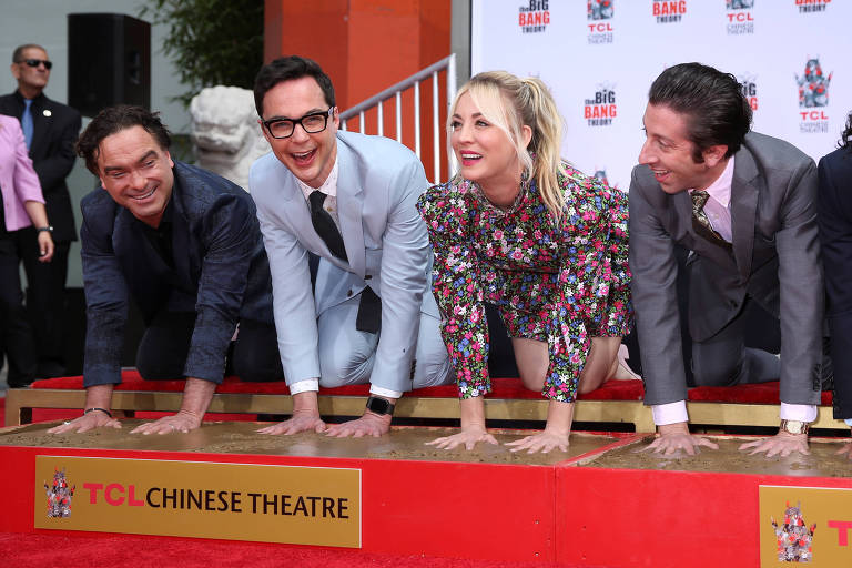 """Atores de série """"The Big Bang Theory"""" no TCL Chinese Theatre IMAX, em Hollywood, Los Angeles"""