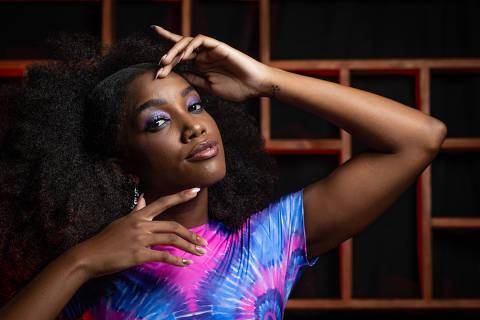SÃO PAULO, SP, BRASIL, 13-05-2019: Retrato da cantora Iza, que é uma das principais atrações da Virada Cultural 2019. (Foto: Bruno Santos/ Folhapress) *** FSP-REVISTA GUIA *** EXCLUSIVO FOLHA***