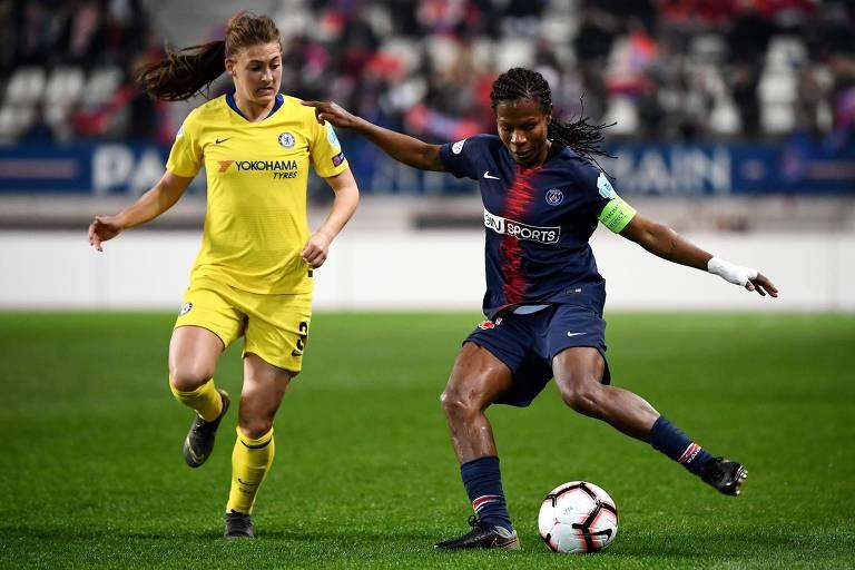 Formiga, com a braçadeira de capitã, em ação pelo Paris Saint-Germain contra o Chelsea