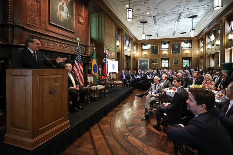 O presidente da República, Jair Bolsonaro, discursa na Pecam Room, em Dallas, no Texas, em entrega de prêmio