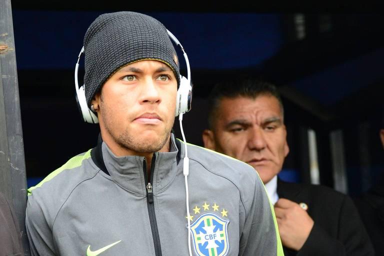 O atacante Neymar entrou na lista dos 23 jogadores convocados para defender o Brasil na Copa América. O técnico Tite relevou o caso de indisciplina do atleta, que agrediu um torcedor na França.