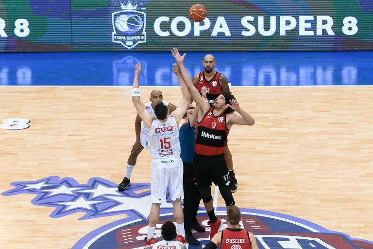 Início de partida entre Franca e Flamengo na final da Copa Super 8, realizada em dezembro