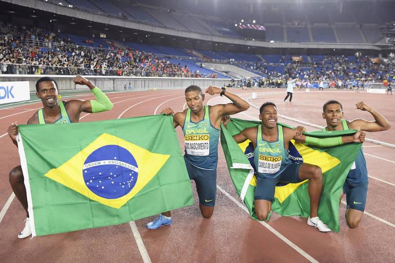 Time brasileiro comemora título no Mundial de revezamentos
