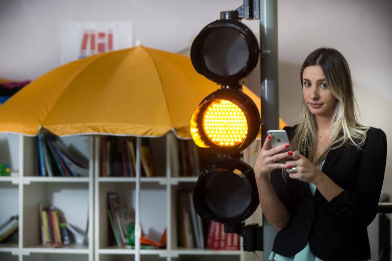 A empresária Carolina Edelstein, 29, cofundadora da Coopark, na sede da empresa, em São Paulo
