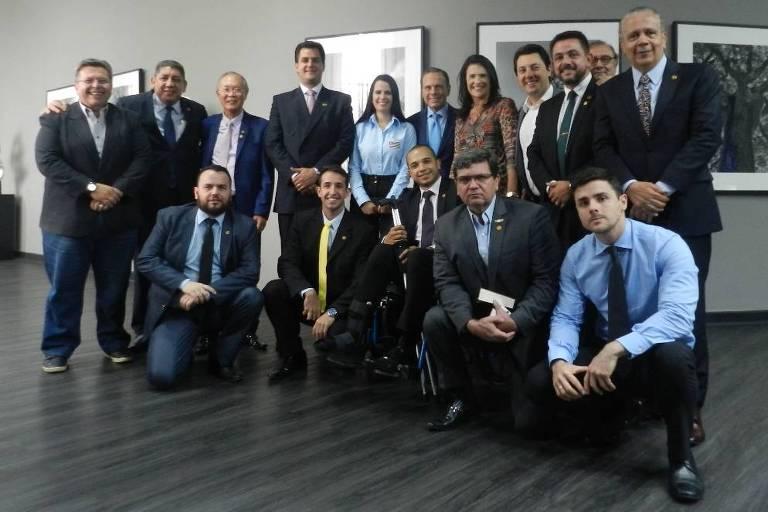 Bancada do PSL na Assembleia Legislativa com o governador João Doria e o líder do governo na Assembleia, Carlão Pignatari (PSDB), em encontro no Palácio dos Bandeirantes, no dia 2 de maio de 2019.