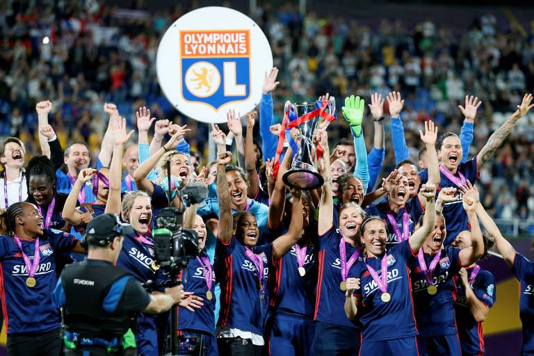 Jogadoras do Lyon celebram a conquista da Champions em 2018, na Ucrânia