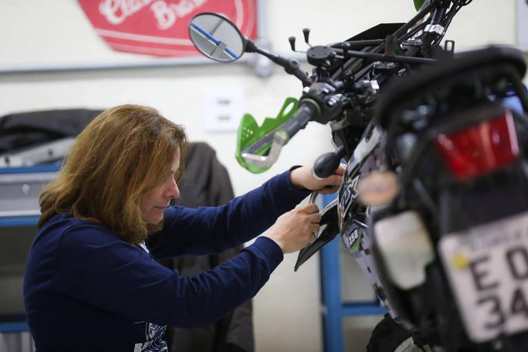 Moda da 'self-garage' leva aficionados por motos para dentro da oficina