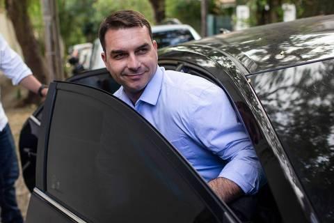 Ministério Público analisa contas eleitorais de Flávio e elo com Queiroz