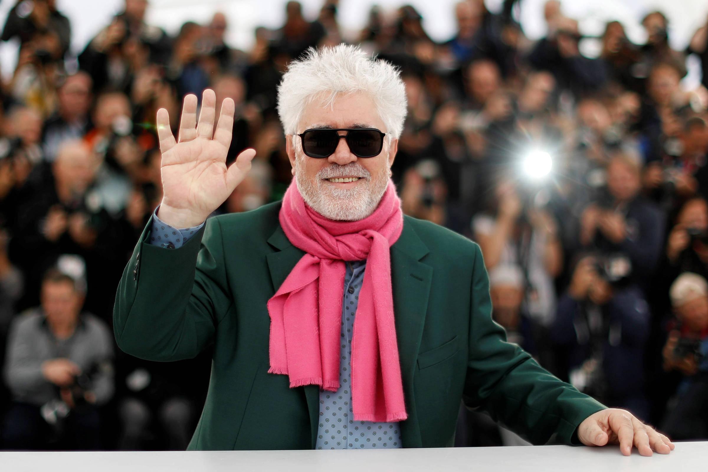 Aos 69, Pedro Almodóvar Se Aventura Pela Primeira Vez Na