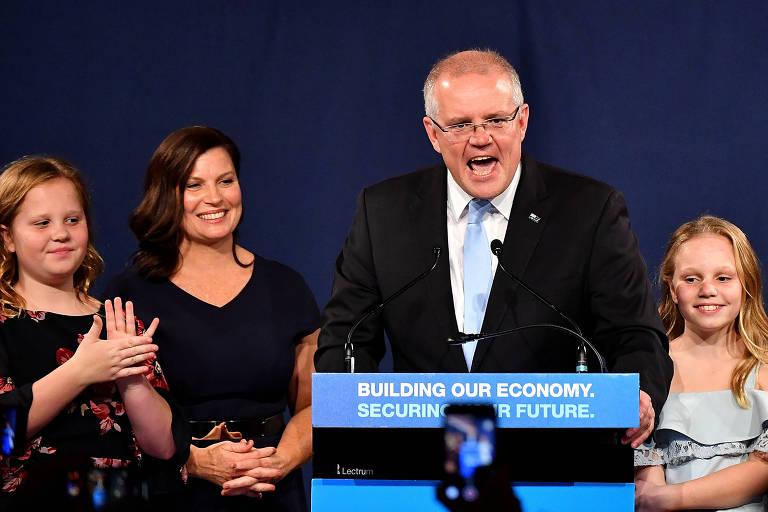 O primeiro-ministro da Australia Scott Morrison ao lado da mulher, Jenny, e das filhas Abbey e Lily