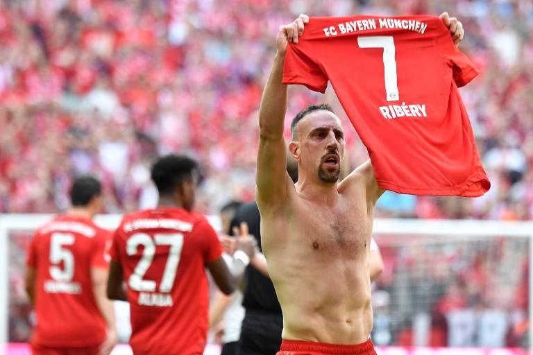 Ribery comemora seu gol na goleada por 5 a 1 do Bayern