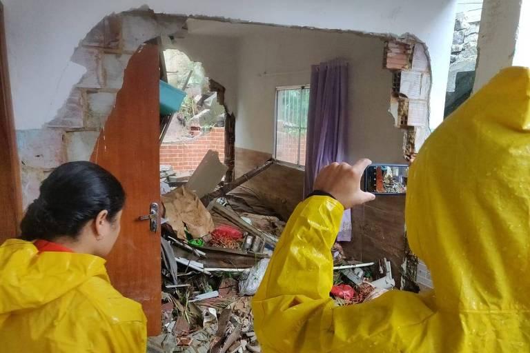 Casa com parede que desabou após as chuvas em Vitória
