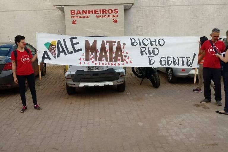 Grupo protesta contra a Vale