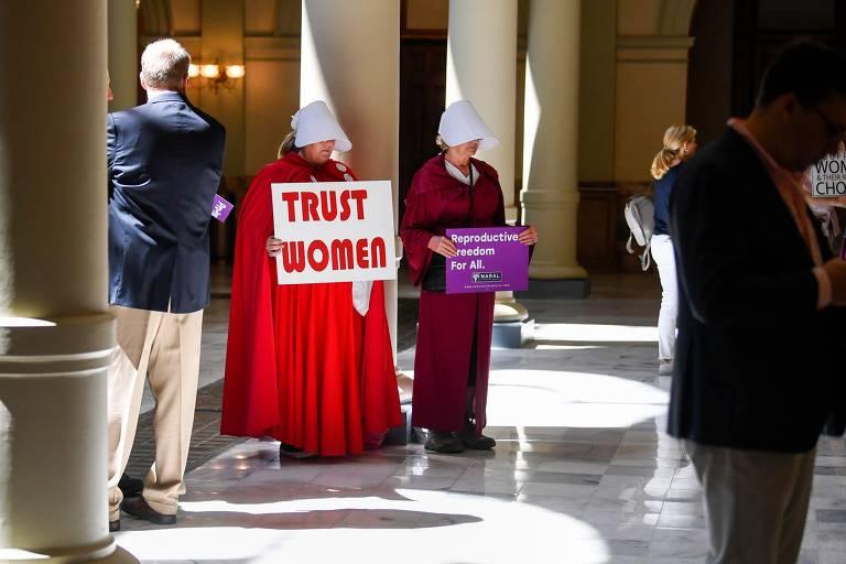 Ativistas protestam em Atlanta, na Georgia, contra lei que proíbe o aborto