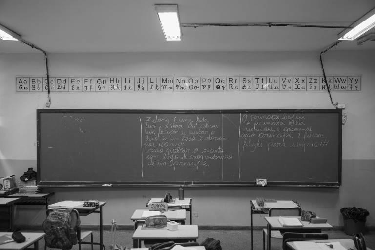 Sala de aula do 2º ano do ensino fundamental durante o recreio na EMEF Pedro Aleixo, em São Miguel Paulista, na zona leste de São Paulo