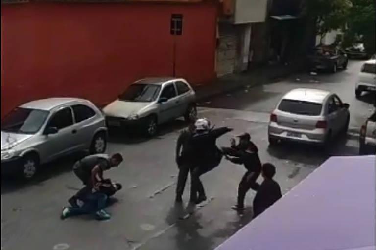 Policiais são acusados de agredir moradores na zona norte