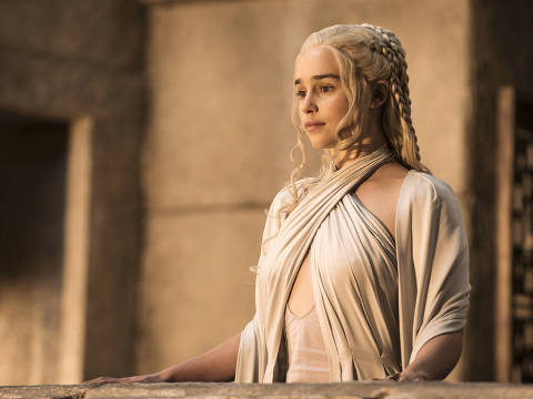 An undated handout photo of Emilia Clarke in season 5 of the  popular HBO series Game of Thrones. HBO has announced a new $14.99 a month streaming service that will offer all of its original programming, past and present, as well as its movie offerings, available exclusively on Apple devices for three months once it begins in early April 2015. (Helen Sloan/HBO via The New York times) --NO SALES; FOR EDITORIAL USE ONLY WITH STORY SLUGGED HBO STREAMING  BY EMILY STEEL. ALL OTHER USE PROHIBITED. ORG XMIT: XNYT91 ***DIREITOS RESERVADOS. NÃO PUBLICAR SEM AUTORIZAÇÃO DO DETENTOR DOS DIREITOS AUTORAIS E DE IMAGEM***
