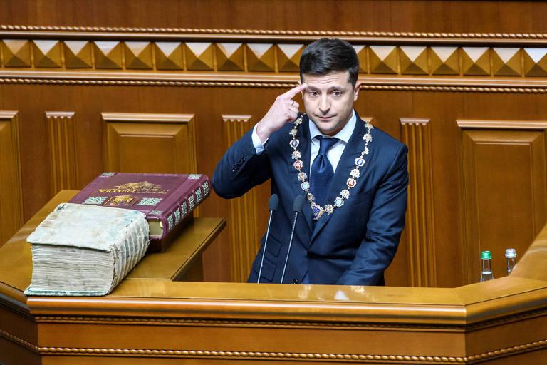 O novo presidente da Ucrânia, Volodimir Zelenski, durante seu discurso de posse no Parlamento nesta segunda (20)