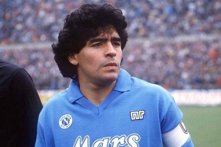 Maradona com a camisa do Napoli, em que viveu seu auge
