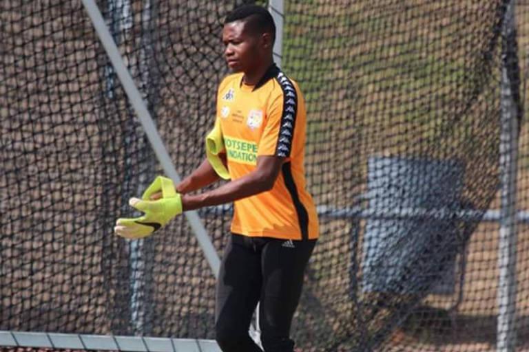 Phuti Lekoloane em treinamento de sua equipe, o Tornado FC, na África do Sul
