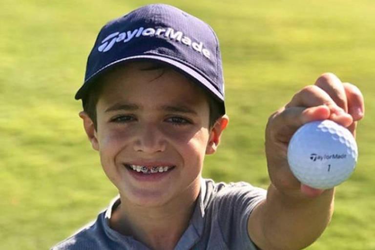 Apoiado por Ronaldo, garoto brasileiro faz sucesso no golfe dos EUA