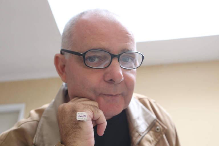 Francisco Carlos de Souza relata que enviou comprovante de pagamento para a Vivo, mas continua sendo cobrado