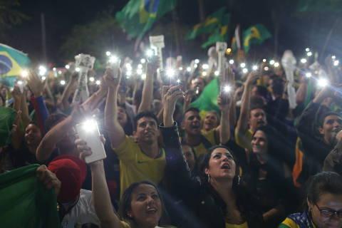 SÃO PAULO, SP, 28.10.2018 - Apoiadores do presidente eleito Jair Bolsonaro (PSL) comemoram vitória na avenida Paulista, em São Paulo. (Foto: Danilo Verpa/Folhapress)