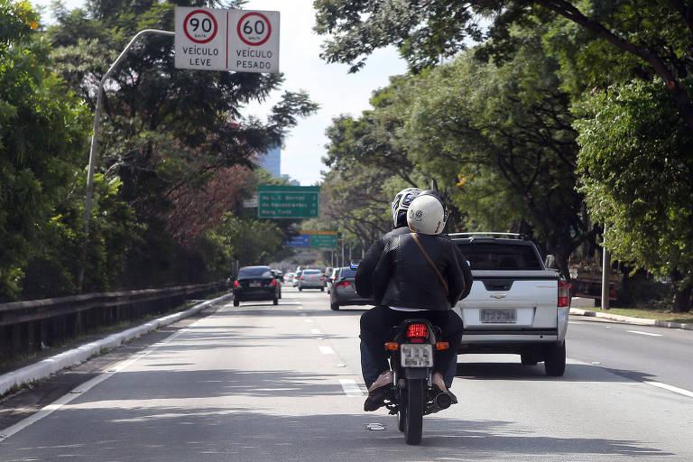 Proibição de motos na pista expressa da marginal Pinheiros