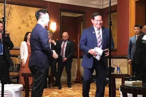 O vice-presidente Hamilton Mourão, em entrevista à TV chinesa em Pequim