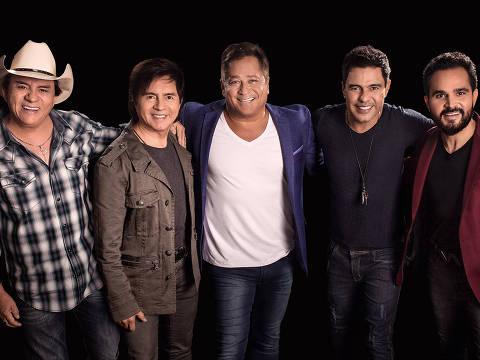 Chitãozinho, Xororó, Leonardo, Zezé Di Camargo e Luciano posam para divulgação da turnê Amigos