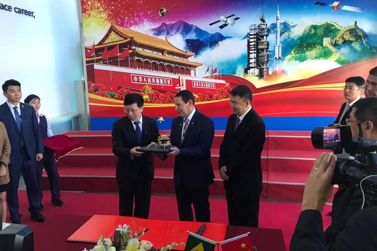 Mourão visitou a Academia Chinesa de Tecnologia Espacial, em Pequim