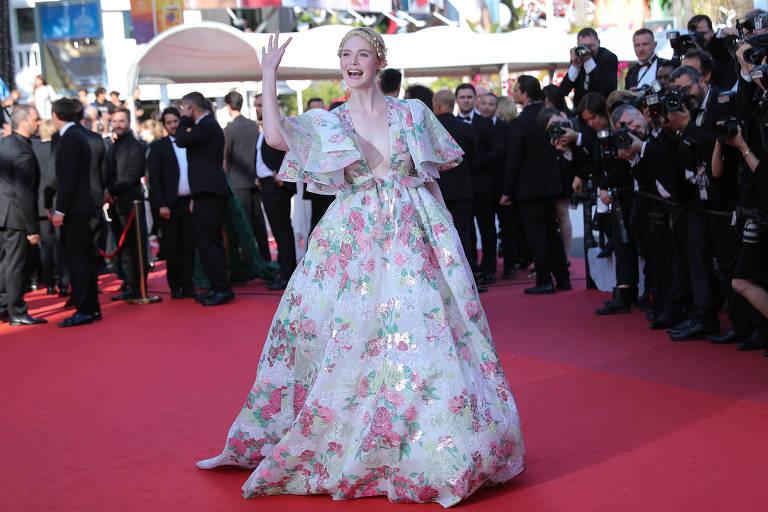 Elle Fanning desmaia durante Festival de Cannes: 'Meu vestido estava muito apertado'