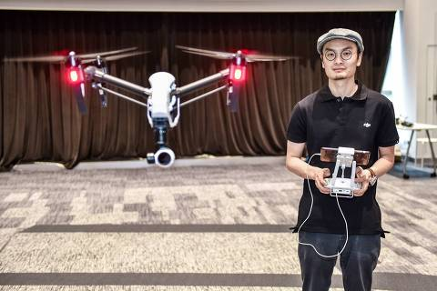 (190503) -- BEIJING, May 3, 2019 (Xinhua) -- Wang Tao, founder of Da-Jiang Innovations (DJI), controls a drone in his company in Shenzhen, south China's Guangdong Province, May 22, 2015. (Xinhua/Mao Siqian)